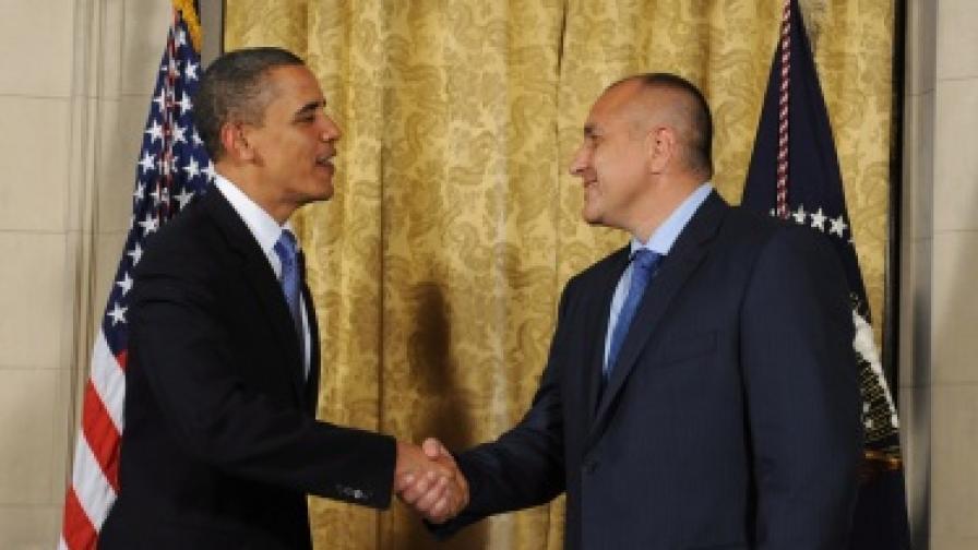 Барак Обама и Бойко Борисов на разговарят в Чехия през 2010 г.