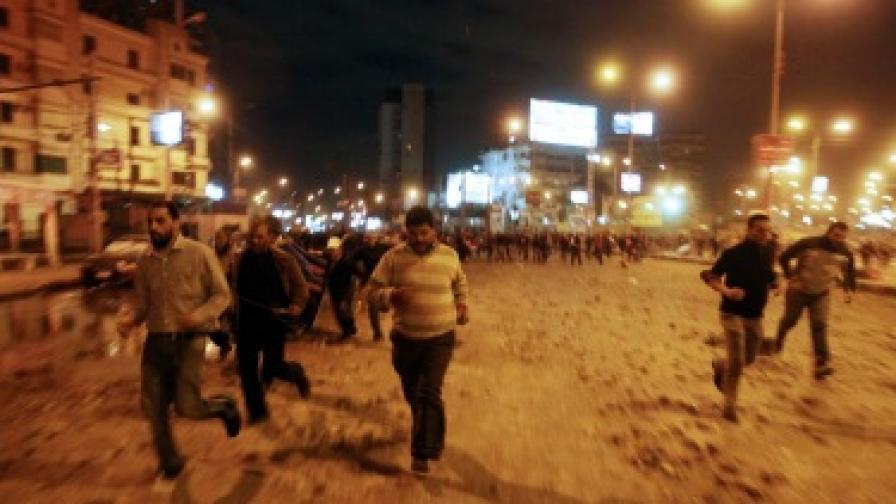 Над 200 ранени в сблъсъци в Кайро