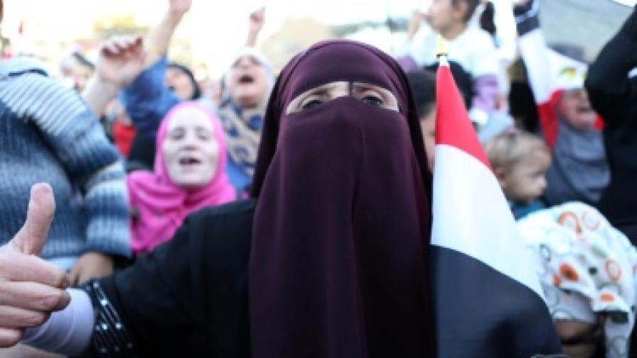 Президентът на Египет Морси отстъпи, но не съвсем