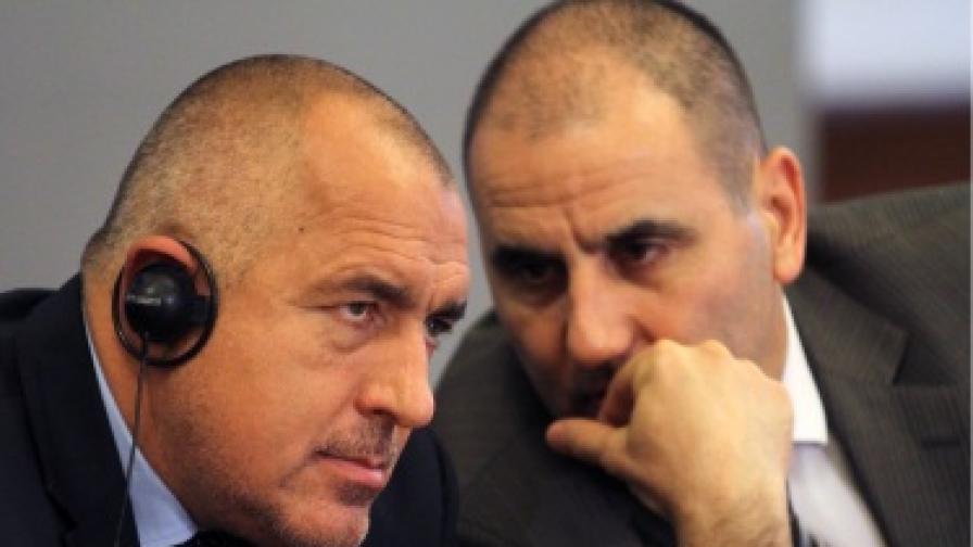 Бойко Борисов и Цветан Цветанов по време на пресконференция в МС
