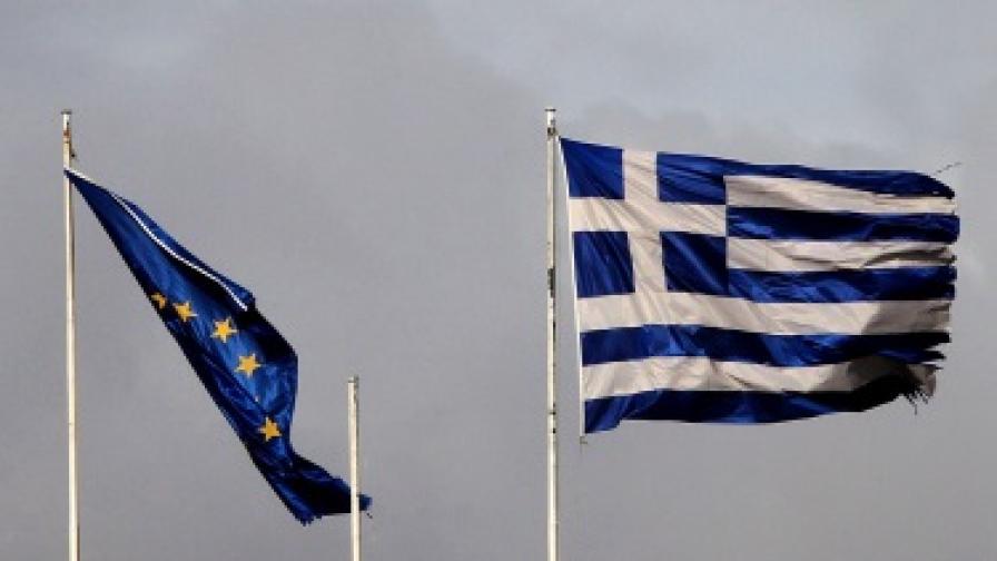 S&P вдигна рейтинга на Гърция с шест степени