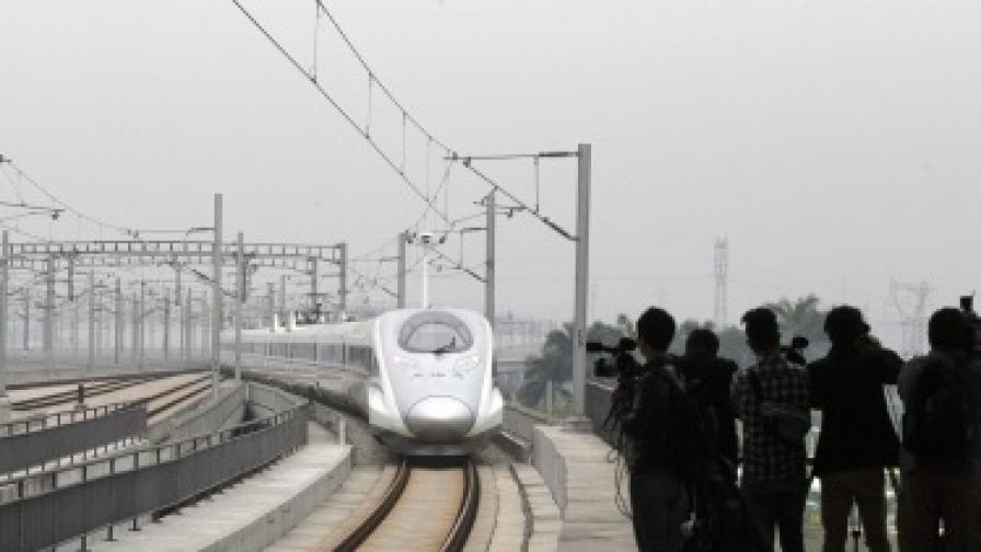 В Китай пуснаха най-дългата високоскоростна железопътна магистрала