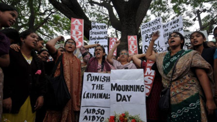 Нападението над студентката по кинезитерапия предизвика вълна от протести в Индия