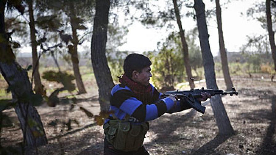 Най-малко 30 убити при бомбардировка на бензиностанция в Дамаск