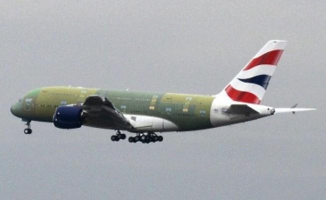 Самолет се приземи аварийно заради пияни жени