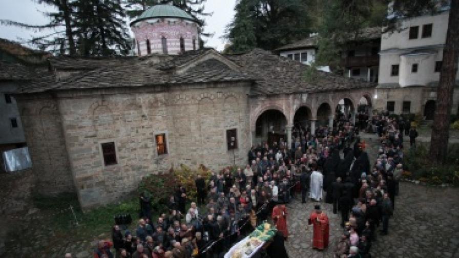 Погребението на патриарха на Българската православна църква Максим в Троянската Света обител