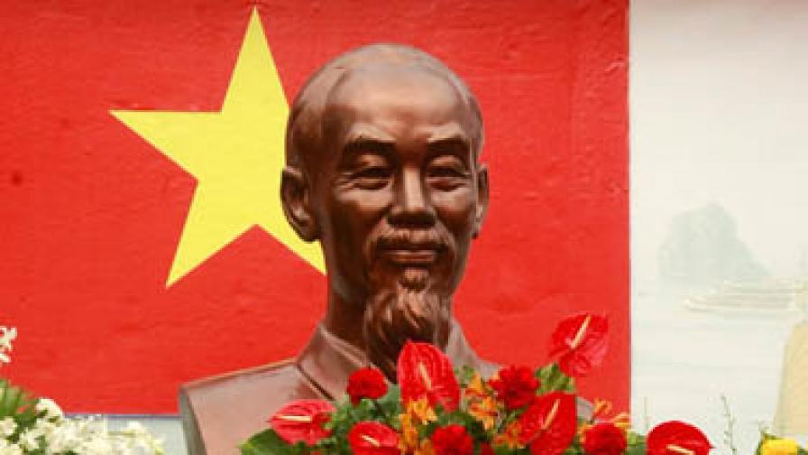 Изключиха ученичка от Виетнам за поругаване паметта на национален герой
