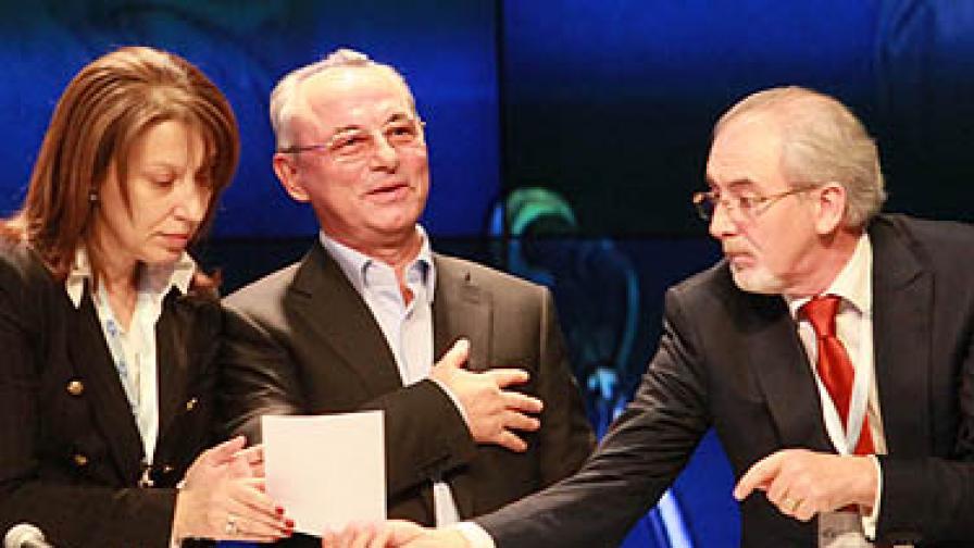 Филиз Хюсменова, Ахмед Доган, Лютви Местан по време на днешната конференция