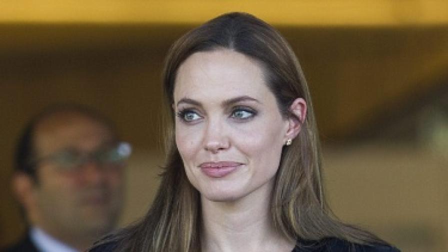 Анджелина Джоли ще снима живота си