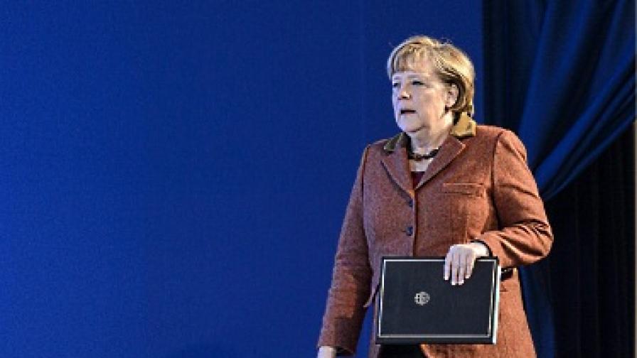 Меркел ядосала комунистите... с руски