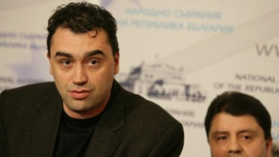 ГЕРБ: Който назначи Ал. Петров в службите, да не иска оставки