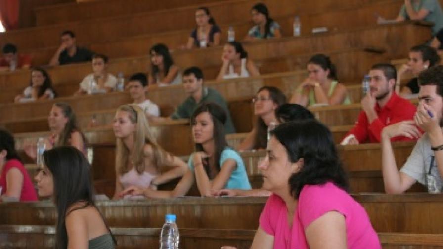 Само в 8 от 102 специалности в СУ ще се влиза с изпит