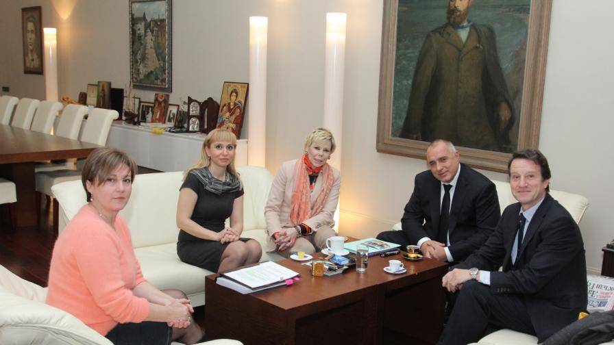 Наснимката (отляво): Румяна Бъчварова, Диана Ковачева, княгиня Калина, Бойко Борисов, Антонио Хосе Китин Муньос