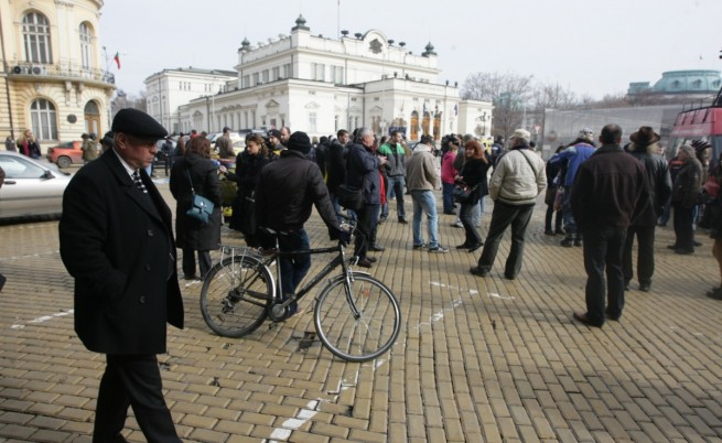 Малоброен протест поиска съд за делегати от ДПС, пребили Енимехмедов