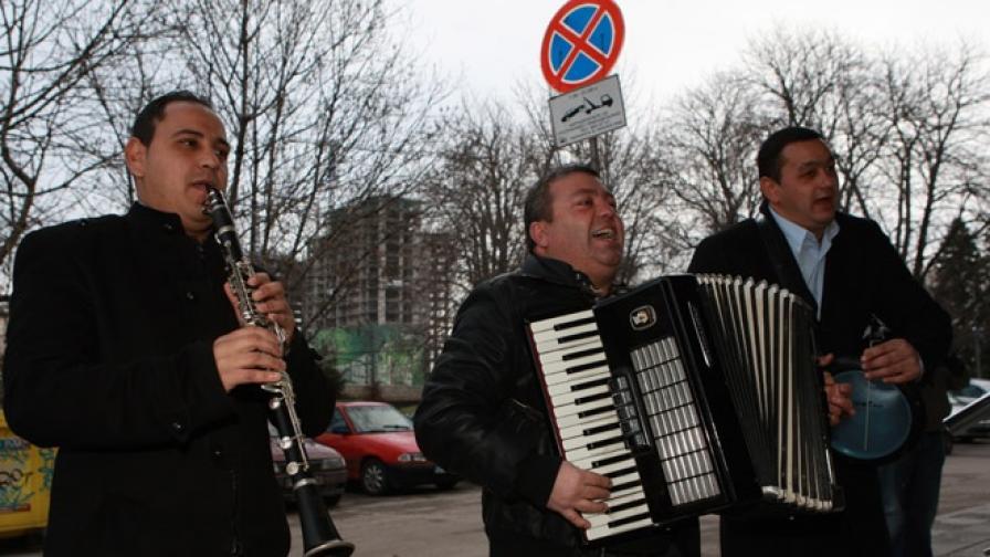 Андрей Слабаков, Джуджи и Любо живеят в ромската махала в Кюстендил