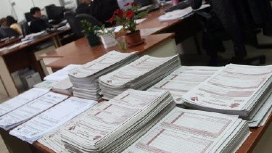 Наемодателите ще подават още един вид данъчна декларация три пъти годишно