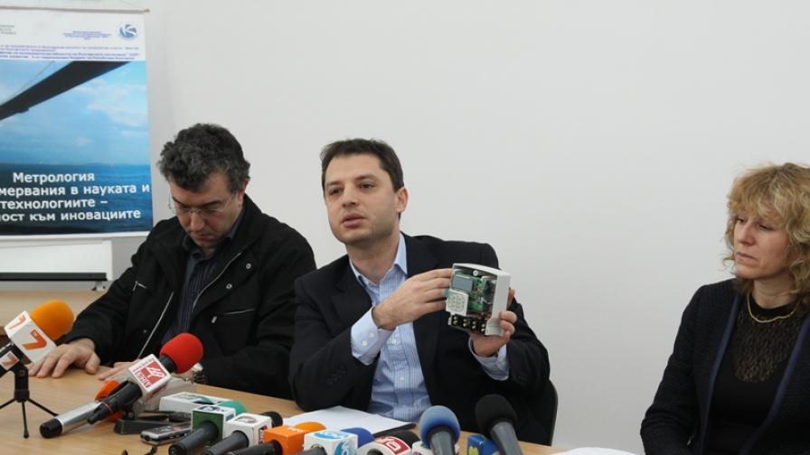 """""""Умни"""" електромери и ваучери за ток предлага министър Добрев"""