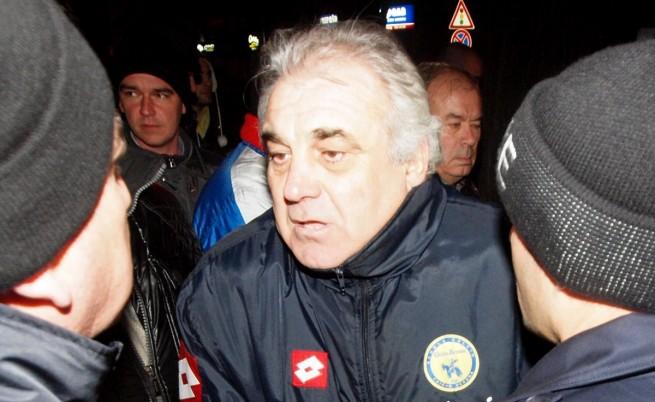 Водач на протеста във Варна намушкан с нож
