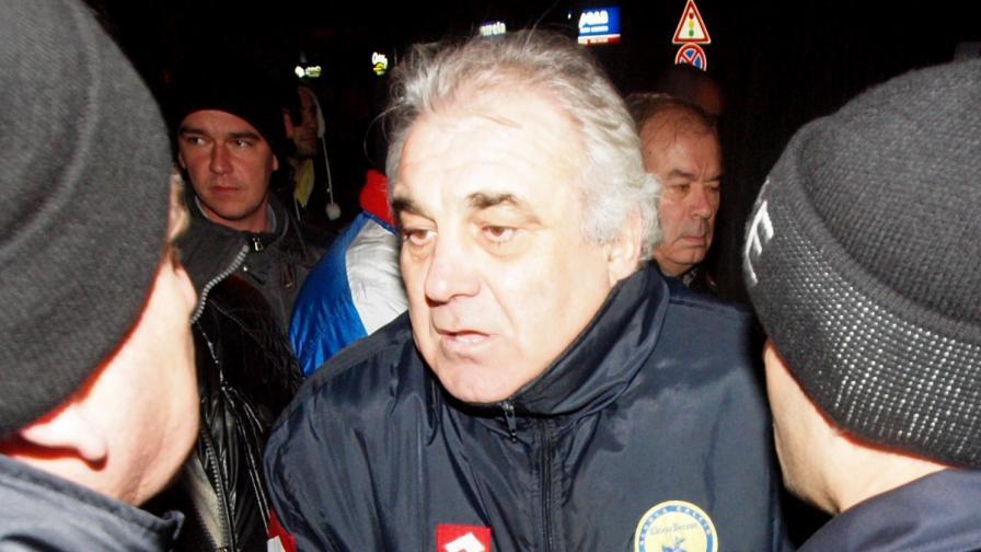 Варненските медии представят бившия футболист Иван Петров като един от организаторите и водачите на протестите във Варна
