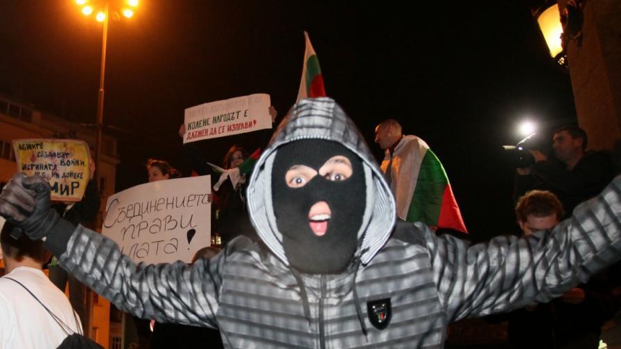 МВР: 11 ранени и 11 арестувани на протеста в София