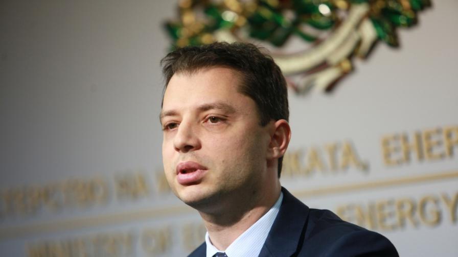 Делян Добрев обясни как ще падне цената на тока