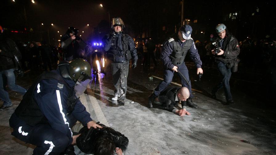 """Девет души в """"Пирогов"""" след сблъсъци на протеста в София"""