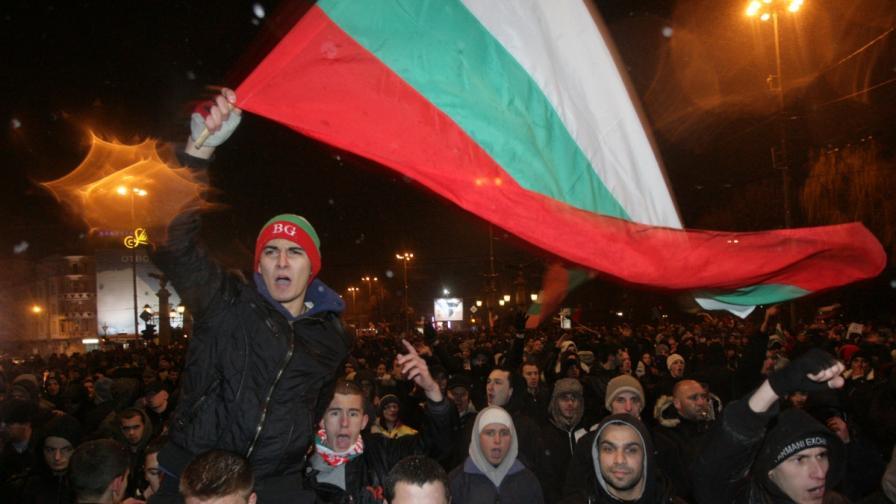 Протестите в страната ще продължат въпреки заявката за оставка на правителството