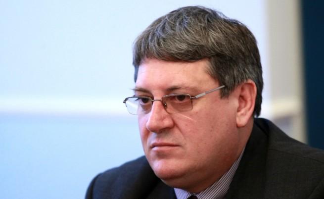 БЛС иска оставката на председателя на НЗОК