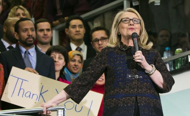 Клинтън ще изнася лекции за по 200 хил. долара