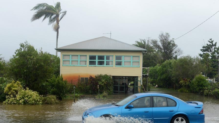 Мощен циклон се насочва към Австралия