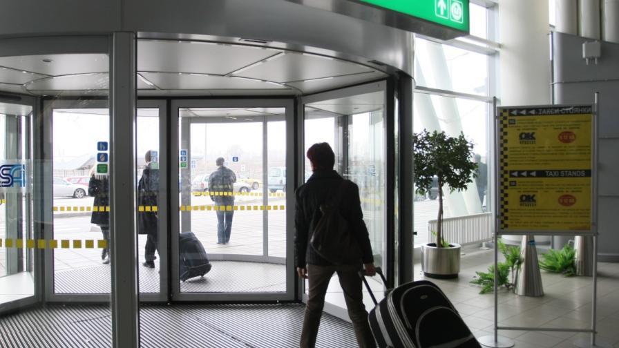 Пристигащите на летището в София ще получат мартеници