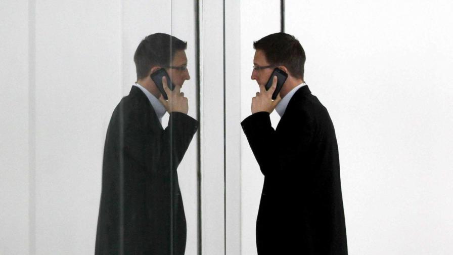 КРС: Договорите на мобилните оператори задължително на хартия
