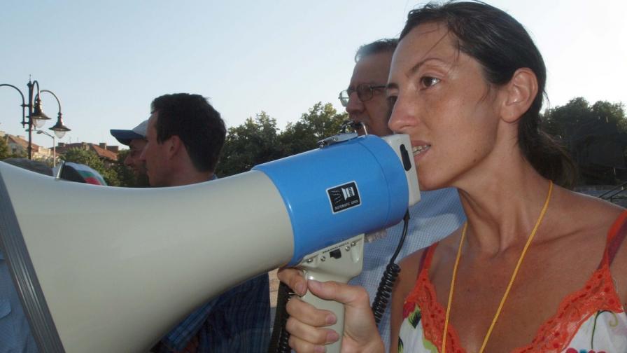 Архитект Калина Павлова на протест пред варненската община през юли 2012 г.