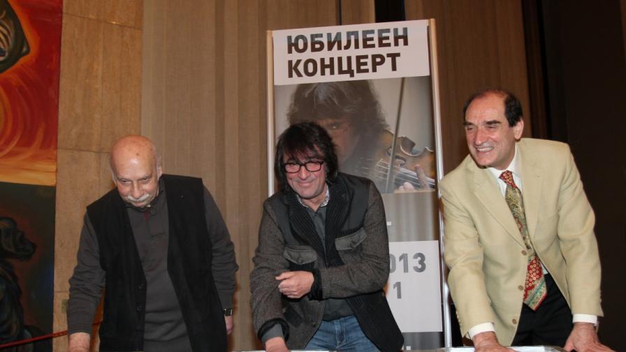 """Отляво:  Гия Канчели, Юрий Башмет и Емил Табаков оставиха отпечатъци от дланите си за новоучредената """"Зала на славата"""" в НДК"""