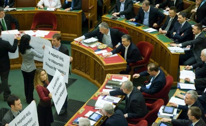 В Унгария приеха спорни промени в Конституцията