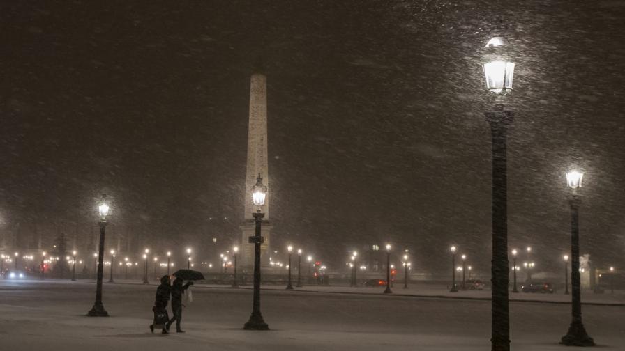 Сняг в Париж