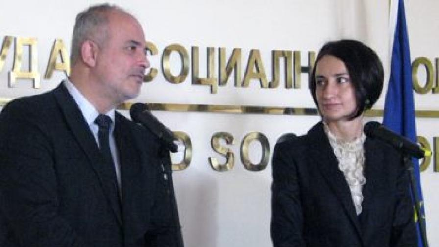 Предаването на властта в МТСП на 13 март от Тотю Младенов на новоназначения служебен министър Деяна Костадинова