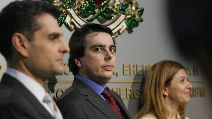 Василев: Иво Маринов остава зам.-министър под условие