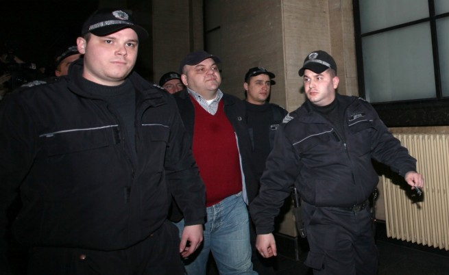Николай Русинов - Чеци остава в ареста