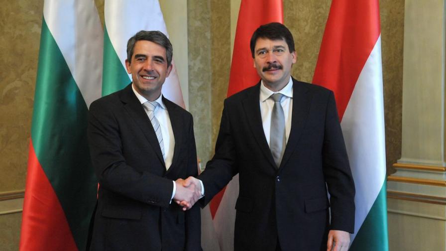 Президентът Росен Плевнелиев разговаря в Будапеща със своя унгарски колега Янош Адер