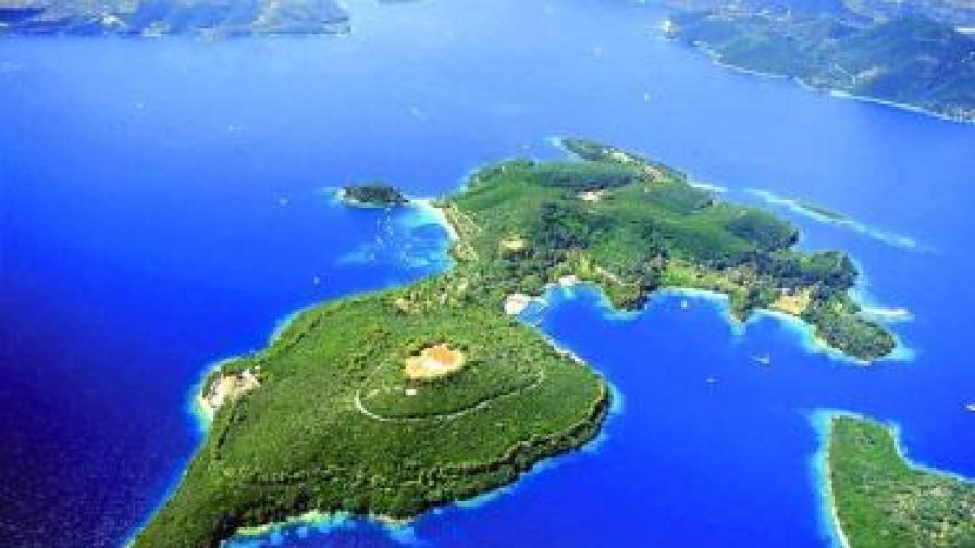 Атина Онасис продаде остров на дядо си