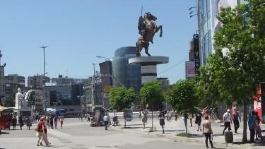 Паметникът на Александър Македонски в центъра на Скопие