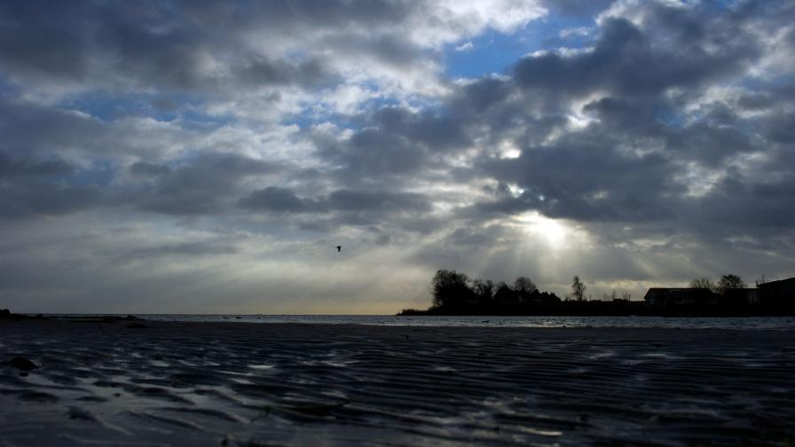 БАН със спасителен план за изчезващ плаж в Приморско