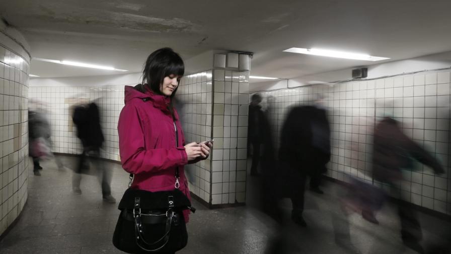Проверяването на мобилния телефон е заразно