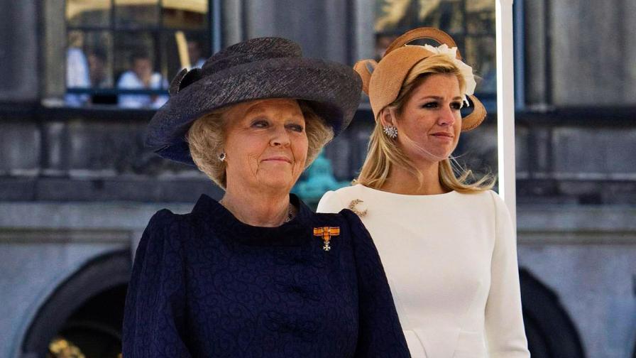 Кралица Беатрикс (вляво) и съпругата на принц Вилем-Александър принцеса Максима