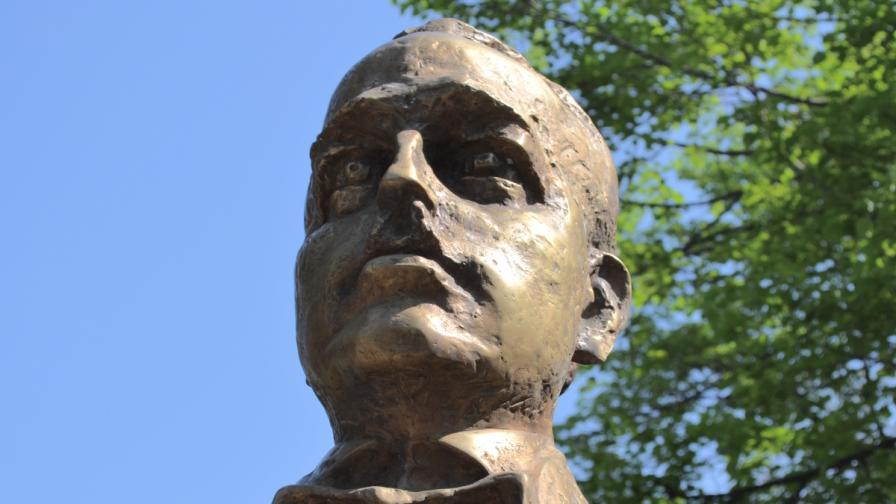 Паметникът на Димитър Пешев в София