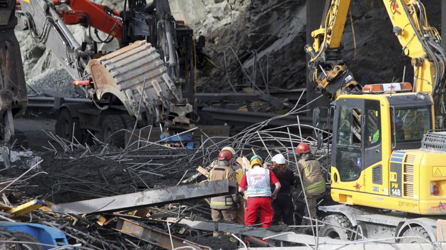 Шестима пострадали и двама изчезнали при рухването на мост в Норвегия