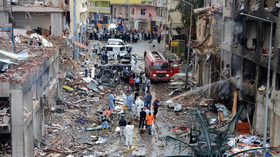 Над 40 жертви при взривове в Турция на границата със Сирия
