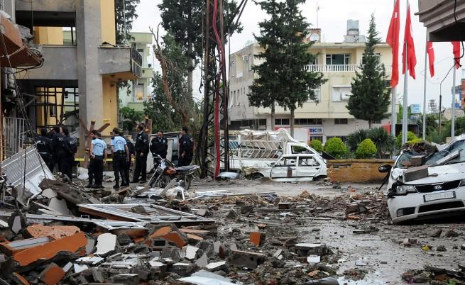 Турция обвини сирийски бойци за кървавия атентат на границата