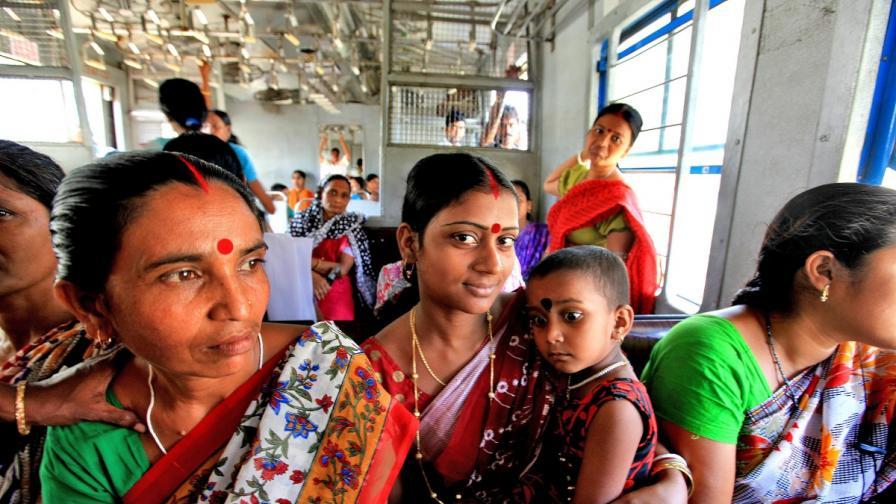 В Индонезия: Спират влаковете за жени